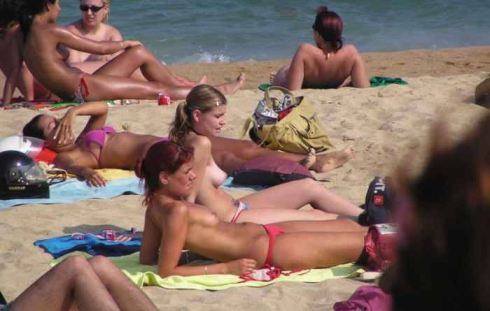 tube8 Nude And Pretty Teen Girl Exhibit Tits And Pussy On The Beach