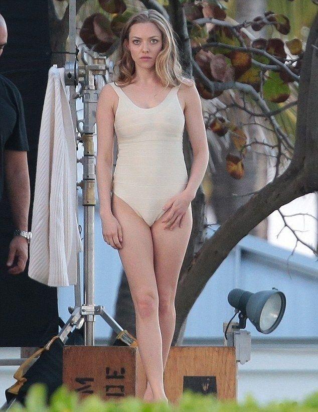 tube8 Amanda Seyfried Bikini Wallpapers