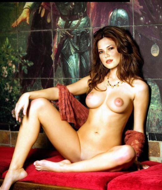 American Nude Actress Mandy Moore Naked Boobs Pink Nipples Pics