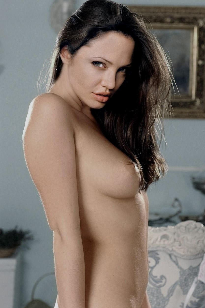 Jolie full nude — photo 1