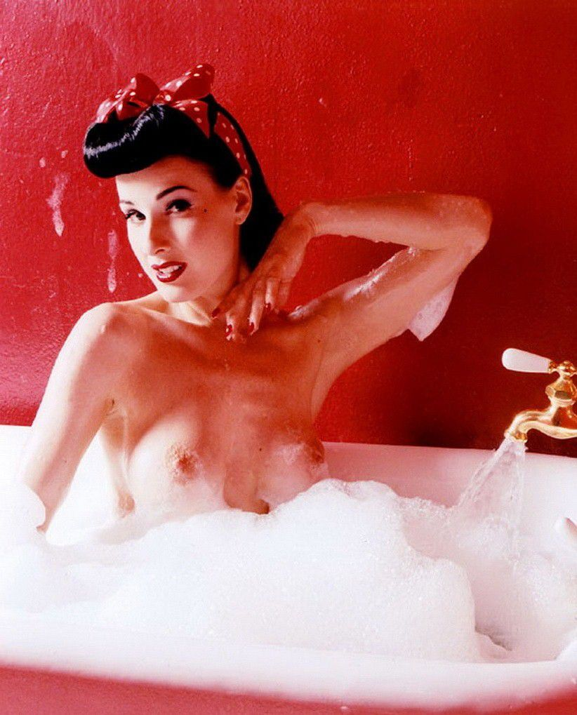 Dita Von Teese Nude Topless In Bathtub
