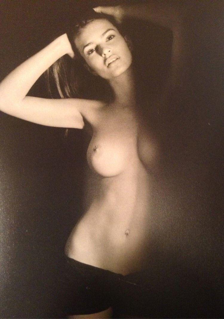 tube8 Naked Emily Ratajkowski from profile