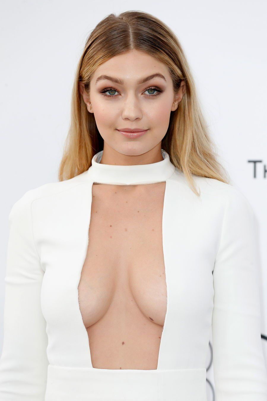 tube8 Gigi Hadid Sexy Cleavage