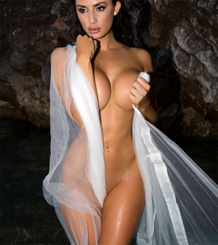 tube8 Rosie Roff walking nude on the coast