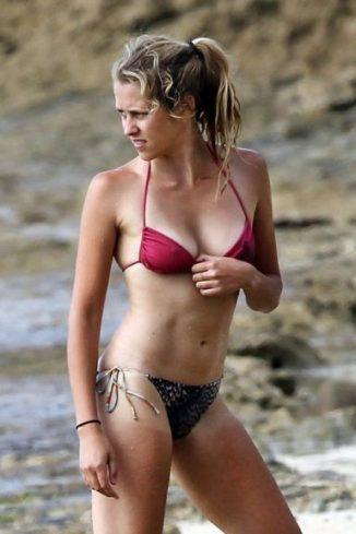 Teresa Palmer Sexy Hot Bikini Boobs Naked Pics Photo