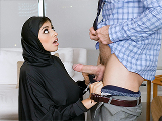 sunporno, exxxtra-small Mini Muslim Makes a Deal